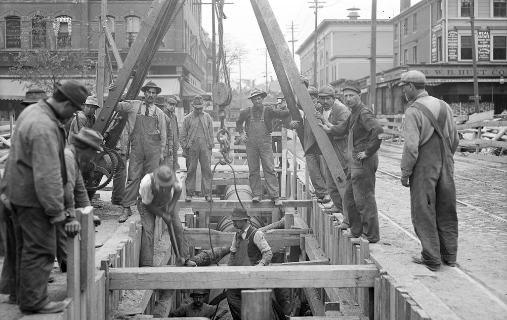 Immigrant Construction Workers Laying Pipe In Central Square, Cambridge, 1910. Courtesy Of Massachusetts State Archives.